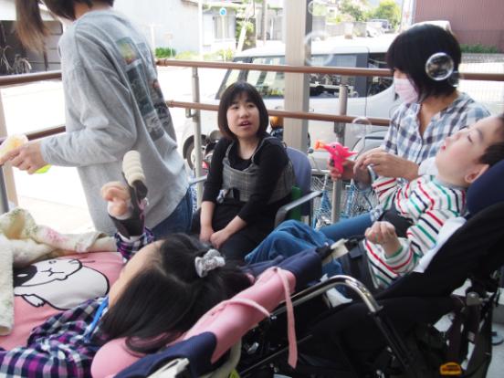 多職種連携で遊びや療育などを通して子どもたちに笑顔を