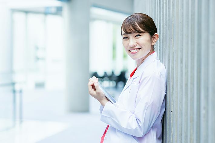 公務員看護師を目指している女性
